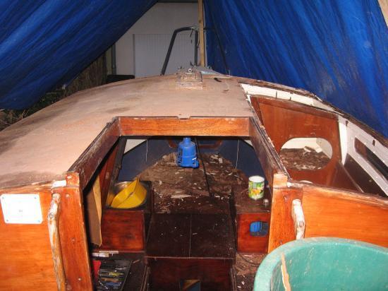Tribord défoncé, sur le reste j'ai enlevé une couche.